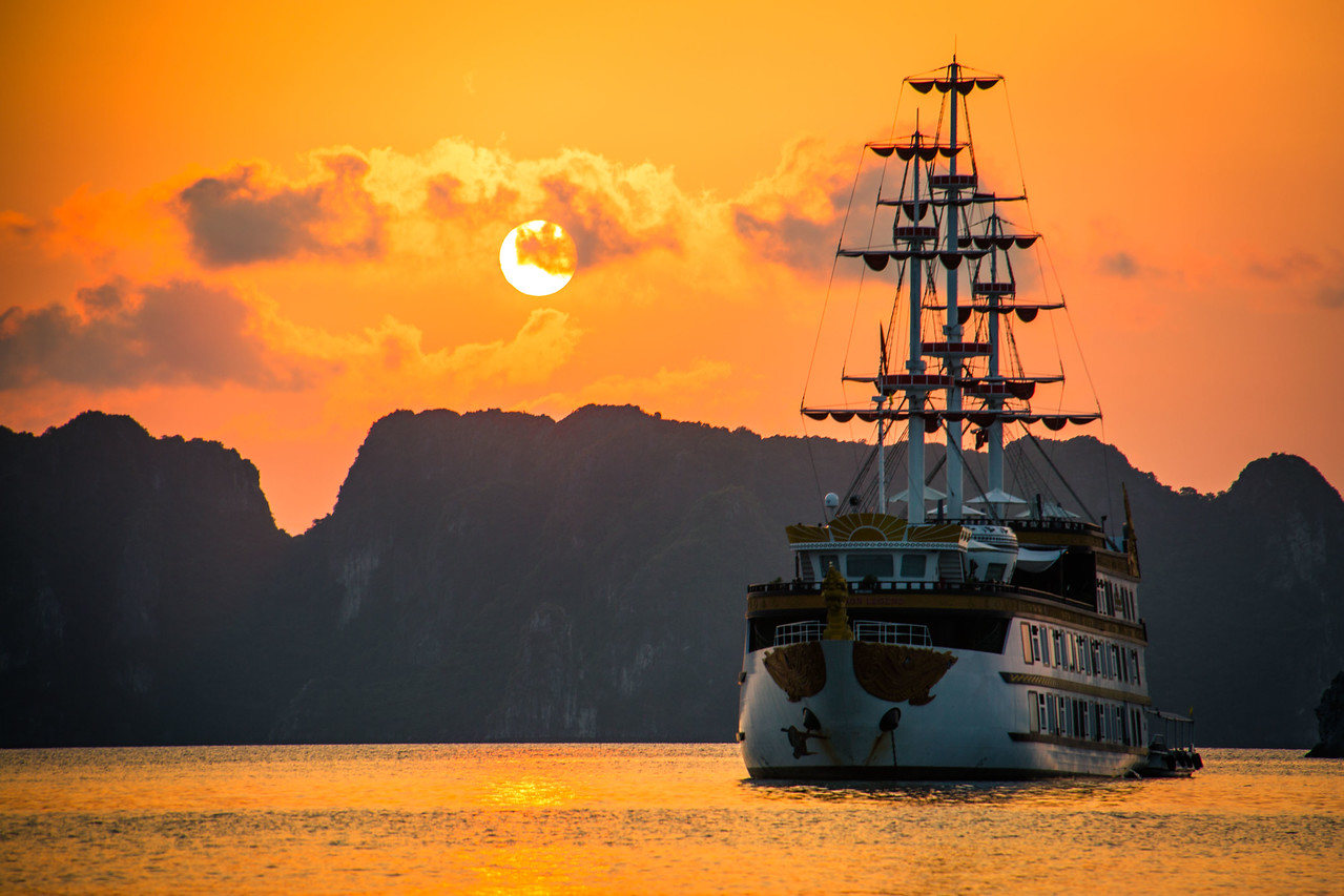 Bai Tu Long Bay Dragon Legend sunset