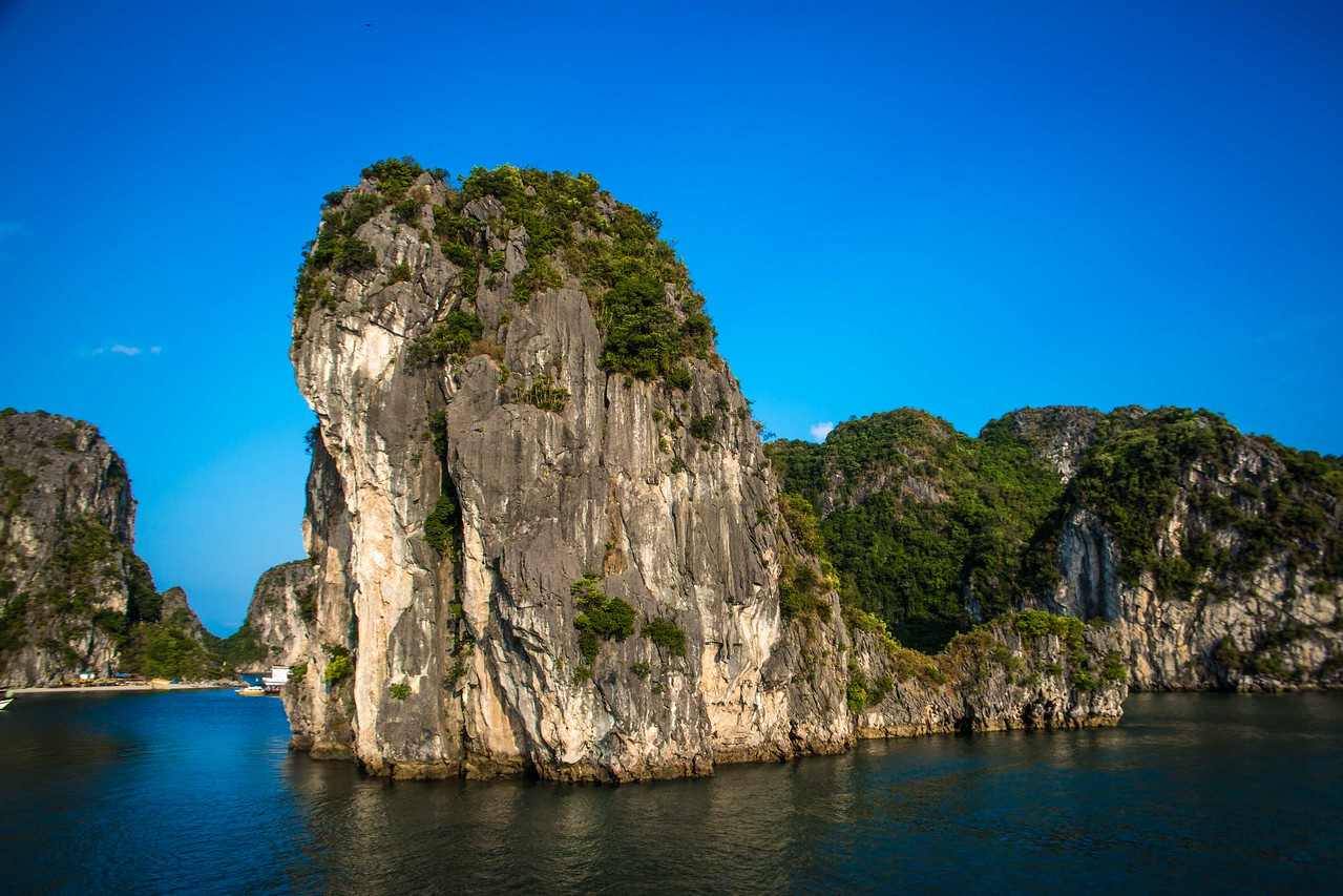 Bai Tu Long Bay towering karsts