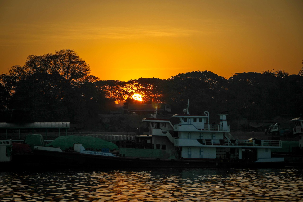 mandalay to bagan boat sunrise