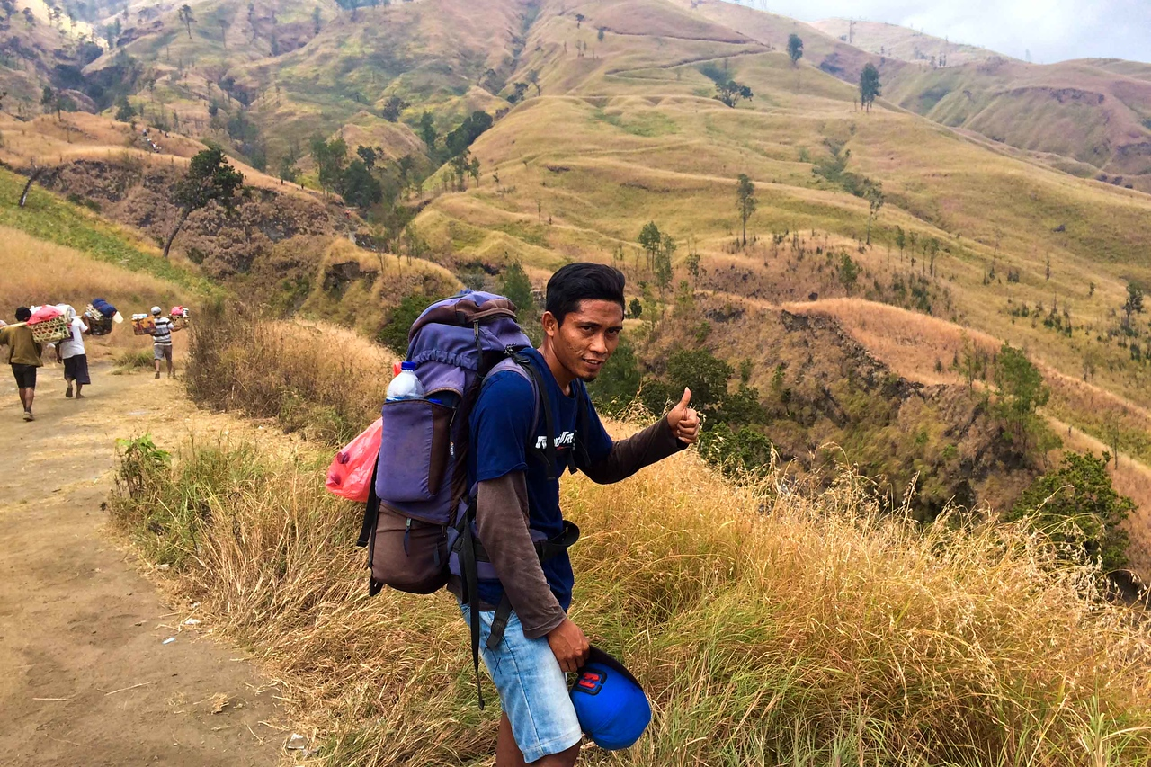 rinjani trekking with Rudy Trekker Guide