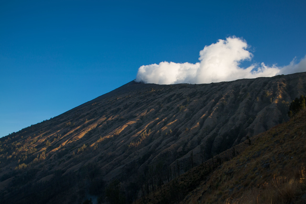 Mount Rinjani trek summit view