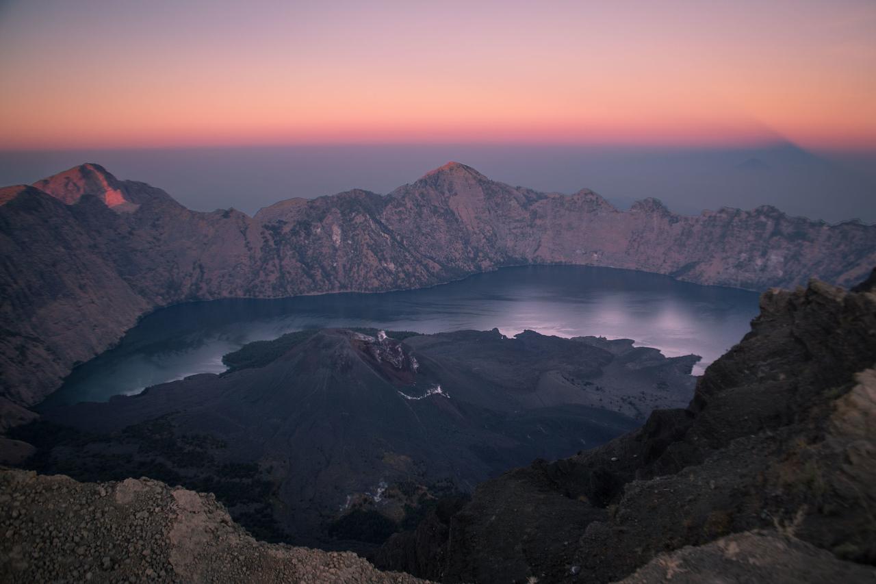 Mount Rinjani trek caldera