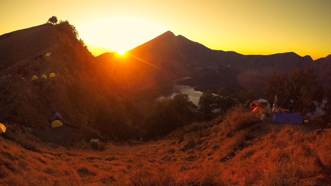 rinjani trekking trek sunrise