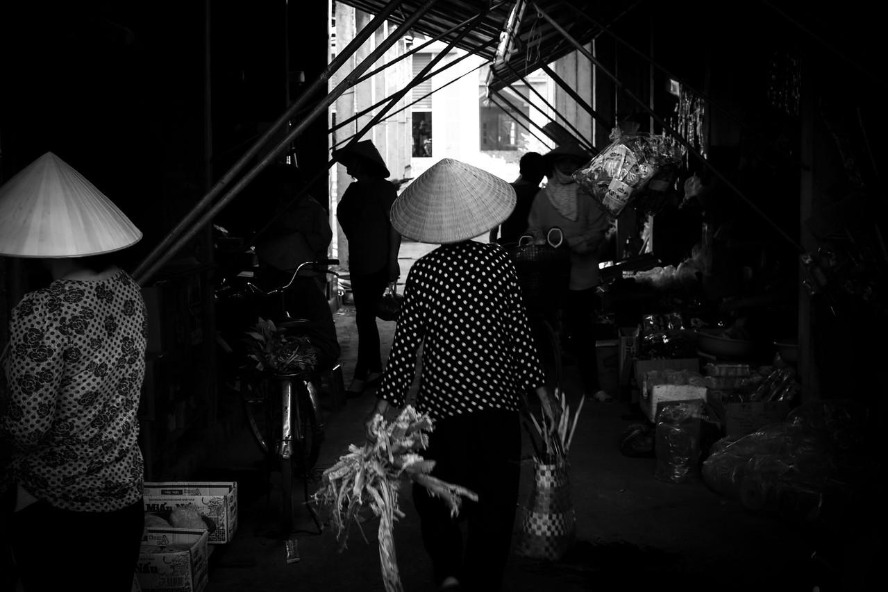 Homestay Vietnam local market