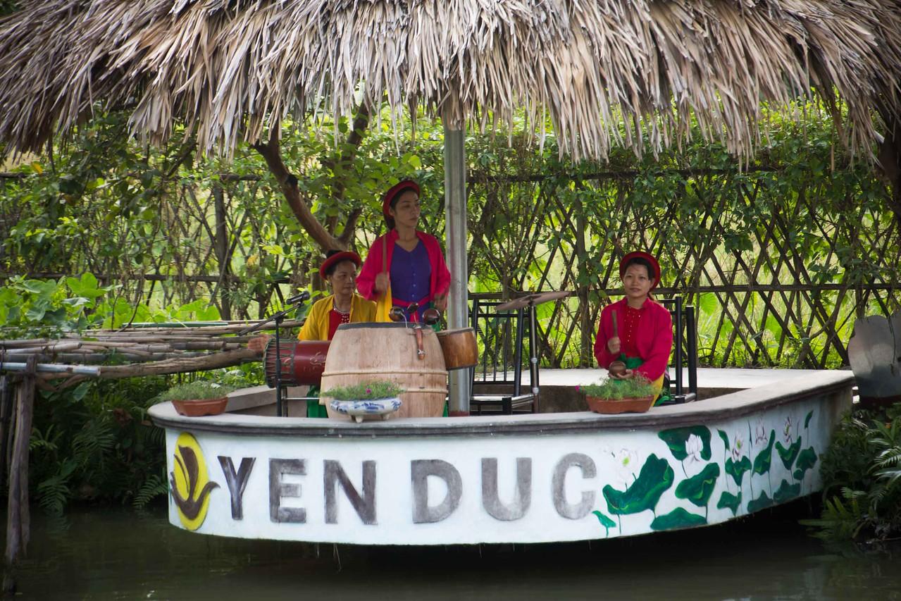 Homestay Vietnam, water puppet theatre